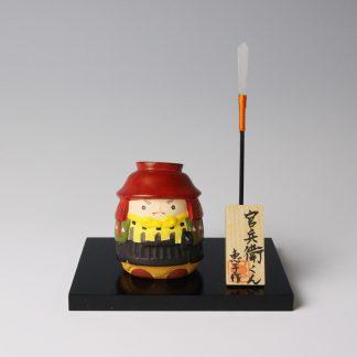 緒方恵子の博多人形「官兵衛くん」です。人形の正面です。