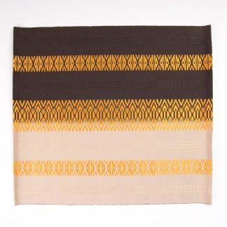 宮嶋美紀の博多織の生地で作られたマットです。博多献上柄のデザインです。