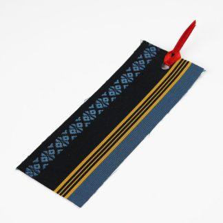 宮嶋美紀の博多織で作られたしおりです。黒地に黄色、青色の縦線と献上柄の模様です。