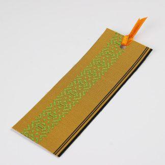 宮嶋美紀の博多織で作られたしおりです。黄色地に黒色の縦線と献上柄の模様です。