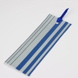 宮嶋美紀の博多織で作られたしおりです。うすい青地に青色、黒色の縦線の模様です。