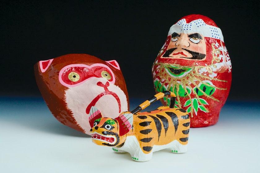 博多の伝統工芸品である博多張子です。猿、虎、だるまの博多張子です。