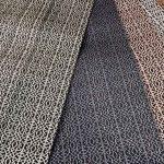 宮嶋美紀作成の博多織のテーブルセンターです。何色かのテーブルセンターが並んでいます。